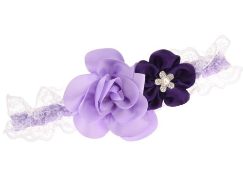 Strumpfband mit Blüten in zweierlei Lila.