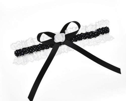 Schwarz weißes Strumpfband.